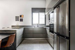 מטבחים צבעוניים - משה וליז חדד- מטבחי דקל